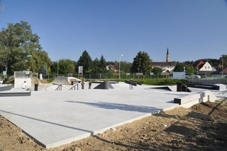 Grossansicht in neuem Fenster: Skatepark Dingolfing 2011